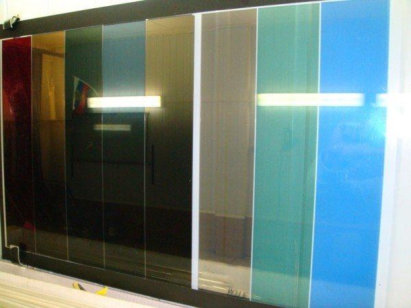 Защитная пленка изготавливается в различной цветовой гамме, что позволяет не только сократить расход затрачиваемой, но и создать определенный интерьер в помещении
