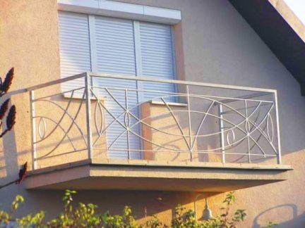 Фасадные жалюзи для балкона или лоджии – практичная и надежная защита
